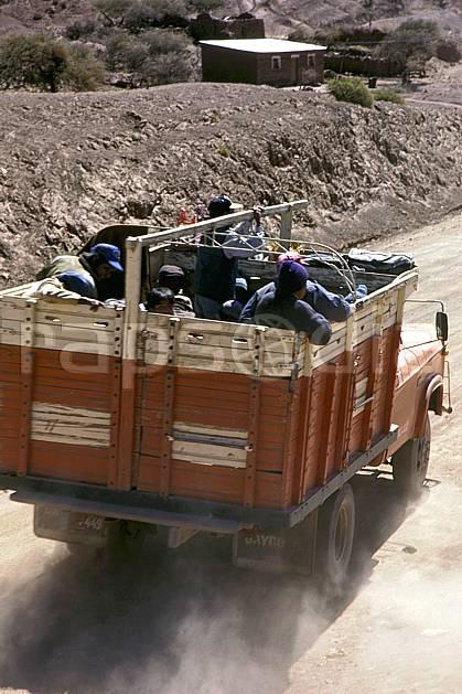ef1229-04LE : Transport routier.  Amérique du sud, Amérique Latine, Amérique, camion, piste, route, C02, C01 transport, voyage aventure (Bolivie).