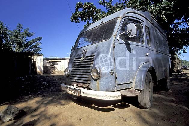 ef2256-31LE : Vieux camion.  Afrique, Afrique de l'est, camion, ciel bleu, C02, C01 transport, voyage aventure (Madagascar).
