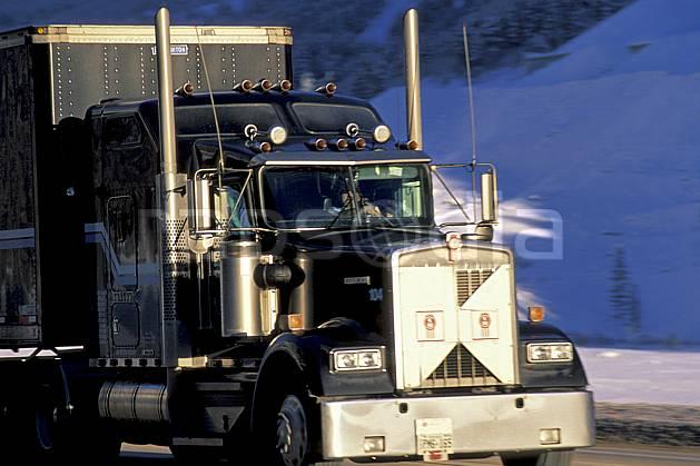 ef2377-06LE : Truck, Yoho National Park, Alberta.  Amérique du nord, Amérique, camion, C02, C01 transport, voyage aventure (Canada).
