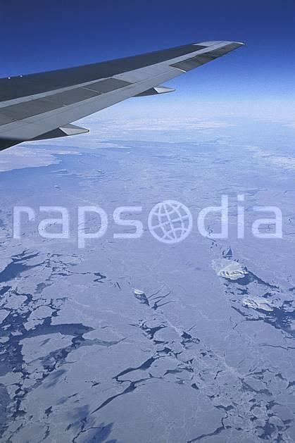 ef2603-03LE : Banquise vue d'avion.  Amérique du nord, Amérique, avion, banquise, littoral, ciel bleu, iceberg, vue aérienne, C02, C01 paysage, transport, voyage aventure, mer (Canada).