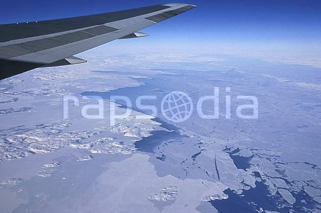 ef2603-07LE : Banquise vue d'avion.  Amérique du nord, Amérique, avion, banquise, littoral, ciel bleu, iceberg, vue aérienne, C02, C01 paysage, transport, voyage aventure, mer (Canada).