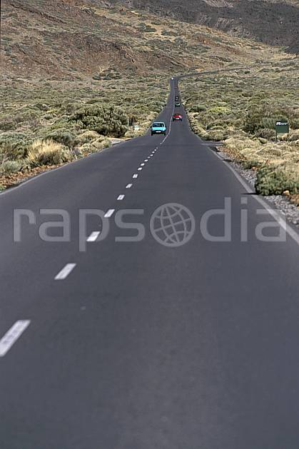 ef2681-11LE : Route, Tenerife, Iles Canaries.  Europe, CEE, route, voiture, C02, C01 environnement, transport, voyage aventure (Canaries).