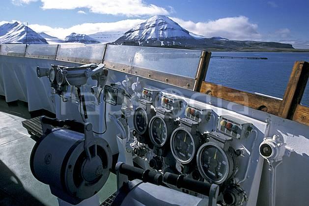 ef2763-06LE : Svalbard, Ile du Spitzberg, Brise-glace Le Polar Star.  Europe, CEE, bateau, littoral, brise glace, ciel bleu, C02, C01 transport, voyage aventure, mer (Norvège).