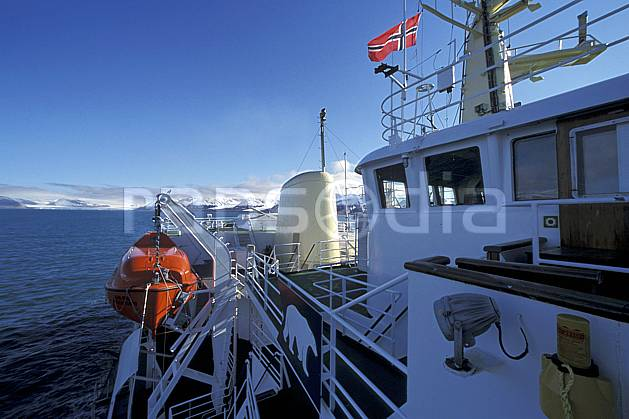 ef2763-31LE : Svalbard, Ile du Spitzberg, Brise-glace Le Polar Star.  Europe, CEE, bateau, littoral, brise glace, ciel bleu, C02, C01 transport, voyage aventure, mer (Norvège).