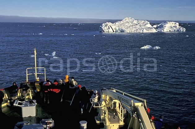 ef2771-10LE : Svalbard, Ile de Nordaustlandet côte sud, A bord du Polar Star.  Europe, CEE, bateau, brise glace, ciel nuageux, iceberg, C02, C01 mer, transport, voyage aventure (Norvège).