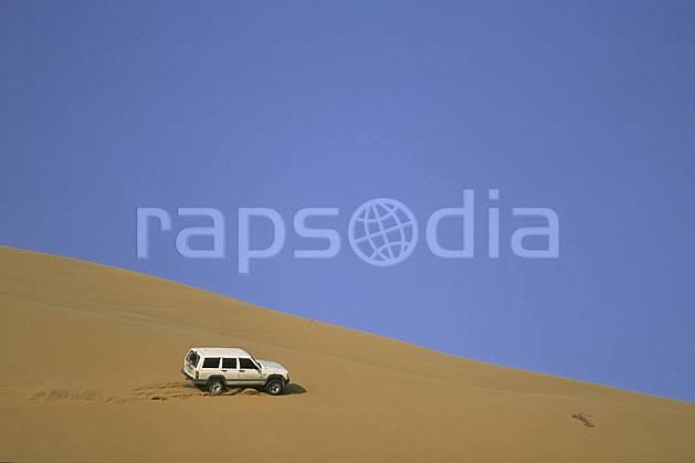 ef2832-05LE : 4x4, Désert Arabie Saoudite. 4x4 Afrique, Moyen Orient, sport, loisir, action, sport mécanique, voiture, ciel bleu, dune, voiture, C02, C01 désert, transport, voyage aventure (Arabie-Saoudite).