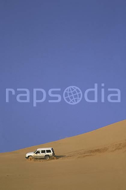 ef2832-06LE : 4x4, Désert Arabie Saoudite. 4x4 Afrique, Moyen Orient, sport, loisir, action, sport mécanique, voiture, ciel bleu, dune, voiture, C02, C01 désert, transport, voyage aventure (Arabie-Saoudite).