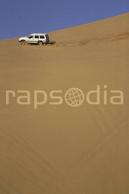 ef2832-07LE : 4x4, Désert Arabie Saoudite. 4x4 Afrique, Moyen Orient, sport, loisir, action, sport mécanique, voiture, ciel bleu, dune, voiture, C02, C01 désert, transport, voyage aventure (Arabie-Saoudite).