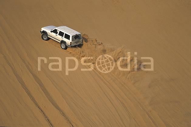ef2832-10LE : 4x4, Désert Arabie Saoudite. 4x4 Afrique, Moyen Orient, sport, loisir, action, sport mécanique, voiture, dune, voiture, C02, C01 désert, transport, voyage aventure (Arabie-Saoudite).