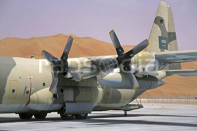 ef2835-20LE : Avion Hercule C35, Arabie Saoudite.  Afrique, Moyen Orient, avion, ciel voilé, dune, C02, C01 désert, transport, voyage aventure (Arabie-Saoudite).