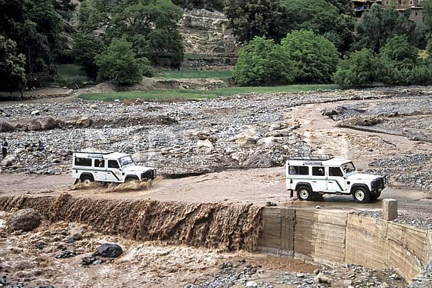 ef3161-07LE : Trek Maroc. 4x4 Afrique, Afrique du nord, voiture, gué, route, C02, C01 environnement, moyenne montagne, rivière, transport, voyage aventure (Maroc).