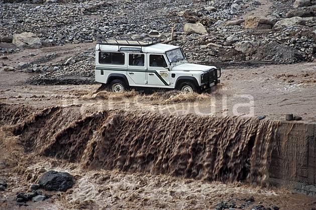ef3161-08LE : Trek Maroc. 4x4 Afrique, Afrique du nord, voiture, gué, route, C02, C01 environnement, moyenne montagne, rivière, transport, voyage aventure (Maroc).