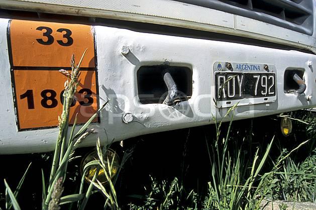 ef3183-09LE : Patagonie.  Amérique du sud, Amérique Latine, Amérique, carcasse de voiture, voiture, C02, C01 environnement, transport, voyage aventure (Argentine).
