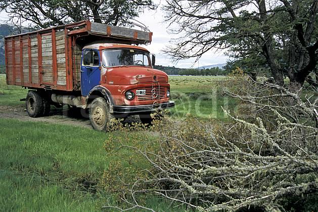 ef3188-13LE : Patagonie.  Amérique du sud, Amérique Latine, Amérique, camion, C02, C01 environnement, transport, voyage aventure (Argentine).