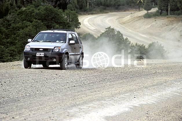 ef3189-02LE : Patagonie.  Amérique du sud, Amérique Latine, Amérique, voiture, route, piste, poussière, C02, C01 environnement, transport, voyage aventure (Argentine).