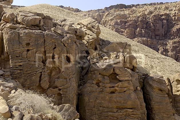 fa070525LE : érosion du grès dans la réserve naturelle de Mujib, près de la Mer Morte.  Moyen Orient, canyon, érosion, géologie, C02 désert, moyenne montagne, paysage, textures et fonds (Jordanie).