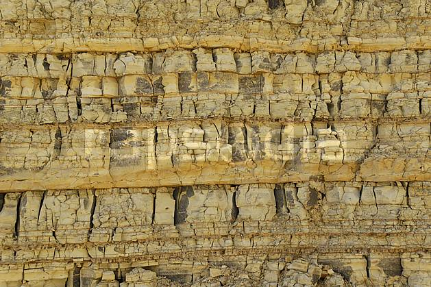 fa070537LE : Strates géologiques dans la réserve naturelle de Mujib, près de la Mer Morte.  Moyen Orient, falaise, géologie, C02 désert, gros plan, textures et fonds (Jordanie).
