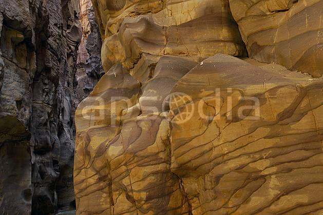 fa070683LE : Grès coloré dans le canyon de Mujib.  Moyen Orient, canyon, falaise, géologie, C02 désert, gros plan, paysage, textures et fonds (Jordanie).