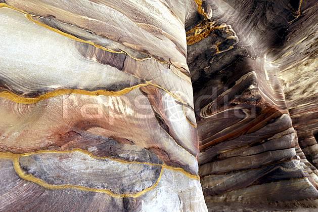fa071026LE : Grès coloré, Site de Petra.  Moyen Orient, géologie, C02 désert, gros plan, paysage, textures et fonds (Jordanie).