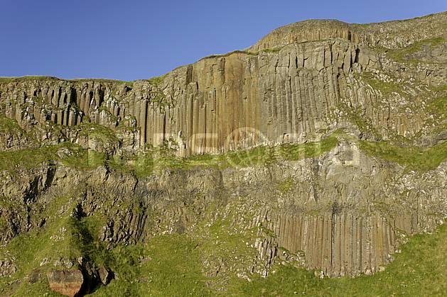 fa071963LE : Orgues basaltiques, Giant's Causeway (Chaussée des Géants), Ulster (Irlande du Nord).  Europe, CEE, falaise, littoral, orgue, de, basalte, pierre, C02 mer, paysage (Irlande Royaume-Uni).