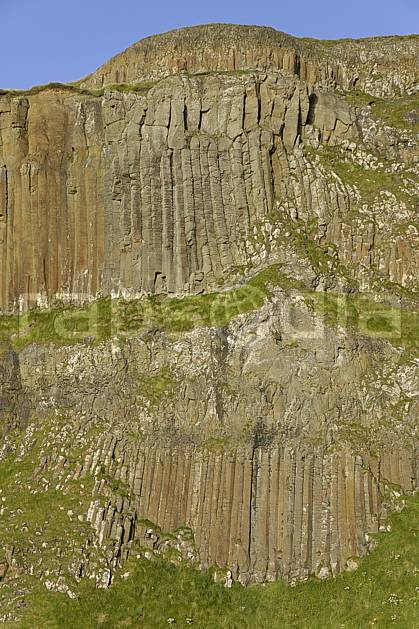 fa071964LE : Orgues basaltiques, Giant's Causeway (Chaussée des Géants), Ulster (Irlande du Nord).  Europe, CEE, falaise, littoral, littoral, orgue, de, basalte, pierre, C02 mer, paysage (Irlande Royaume-Uni).