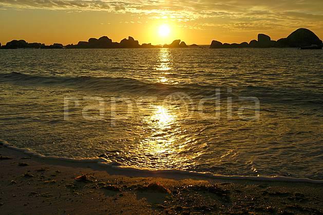 ha055220LE : Coucher de soleil, Finistère, Bretagne.  Europe, CEE, plage, C02, C01 mer, paysage, soleil (France).