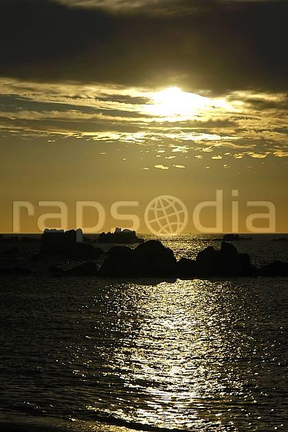 ha055224LE : Coucher de soleil, Finistère, Bretagne.  Europe, CEE, plage, C02, C01 mer, nuage, paysage, soleil (France).