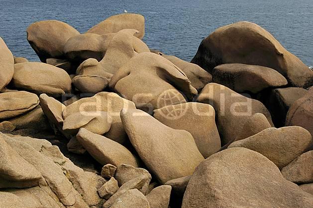 ha055467LE : Coucher de soleil, Côte de Granit Rose, Bretagne.  Europe, CEE, C02, C01 mer, paysage (France).