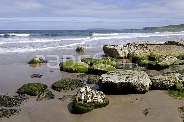 ha071880LE : Plage de White Park Bay, Portbraddan, Ulster (Irlande du Nord).  Europe, CEE, plage, littoral, vague, C02 mer, paysage (Irlande Royaume-Uni).
