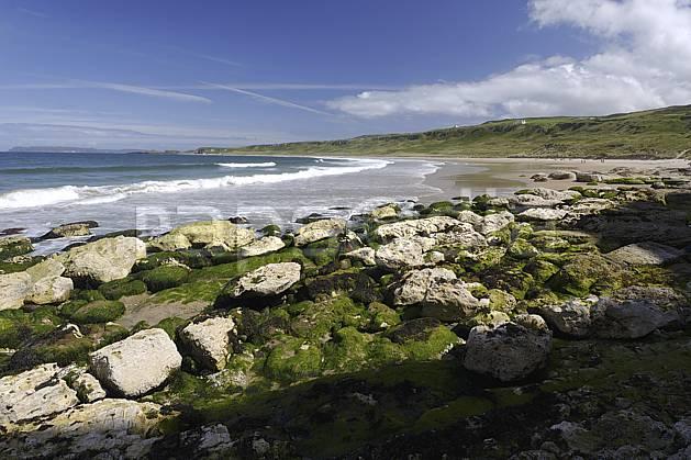 ha071887LE : Plage de White Park Bay, Portbraddan, Ulster (Irlande du Nord).  Europe, CEE, plage, littoral, vague, C02 mer, paysage (Irlande Royaume-Uni).