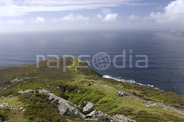 hb072016LE : Touristes le long des falaises de Slieve League, Donegal.  Europe, CEE, littoral, sentier, C02 mer, paysage, personnage (Irlande).
