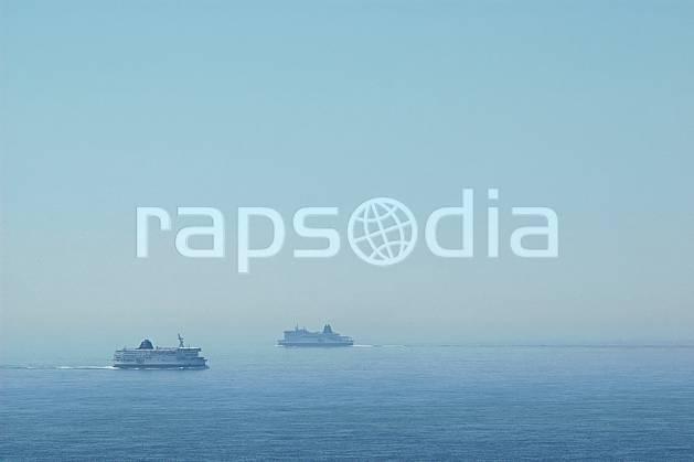 hf040041LE : Ferries sur la Manche. Douvres.  Europe, CEE, bateau, ferry, C02, C01 environnement, mer, paysage, transport (Royaume-Uni).