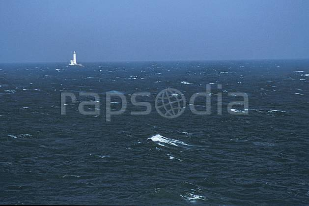hf3172-02LE : Paysage d'Irlande, Phare.  Europe, CEE, C02, C01 environnement, mer, paysage, transport, voyage aventure (Irlande).