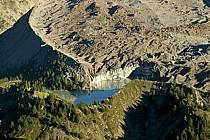 Depuis le Col Checrouit, lac glaciaire, Alpes, ref aa042113LE