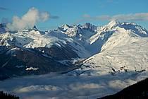 Depuis La Plagne, vue sur le massif du Mont Blanc et la vallée de Bourg Saint Maurice, Savoie, ref aa043053GE