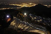 Lampe frontale, Bivouac au sommet des Dents de Lanfon, Vue sur Annecy, Haute-Savoie, ref ab055170GE