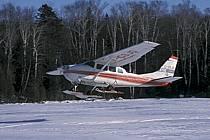 Hydravion au décollage sur un lac gelé, Hydraski, ref af3101-16GE