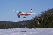 Hydravion au décollage sur un lac gelé, Hydraski, ref af3101-18GE