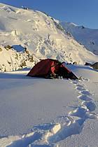 Bivouac au col du Midi, glacier du Tacul, Massif du Mont Blanc, Haute-Savoie, ref bb061226GE
