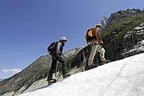 Marche sur glacier, Mer de Glace, Chamonix, Haute-Savoie, ref bb062852GE