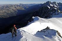 Alpinistes sur l'arête de l'Aiguille du Midi, Massif du Mont Blanc, Haute-Savoie, Alpes, ref bb063587LE