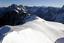 Alpinistes sur l'arête de l'Aiguille du Midi, Massif du Mont Blanc, Haute-Savoie, Alpes, ref bb063588LE