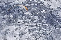 Paragliding, Glacier des Bossons, Massif of Mont-Blanc, Haute-Savoie, Alpes, ref cc054484GE