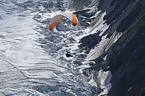 Paragliding, Glacier des Bossons, Massif of Mont-Blanc, Haute-Savoie, Alpes, ref cc054496GE