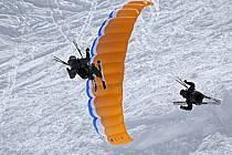 Speed flying (speed riding), Les Arcs, Savoie, Alpes, ref cc060412GE