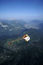 Paragliding, Roll over : jump straight out of the hot air balloon, Les Carroz, Haute-Savoie, Alpes, ref cc3000-09GE