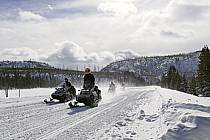 Motoneige dans Yellowstone National Park, Wyoming, Montana - Snowmobiling in Yellowstone National Park, Wyoming, Montana, ref de081072GE
