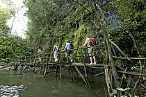 Randonneurs devant les chutes de Kilissi - Hikers near Kilissi waterfalls, ref eb072475LE