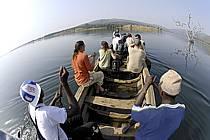Pirogue sur le lac de Samaya - Pirogue on the lake of Samaya, ref eb072797GE