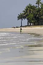 Sur la plage, îles de Loos - On the beach, Loos islands, ref eb072837LE